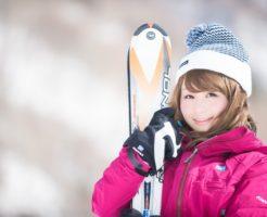 スキーを持った美人